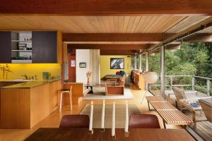 richard-neutra-hailey-residence-dining-to-den-via-smallhousebliss
