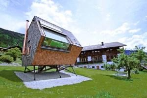 strange-tiny-house2